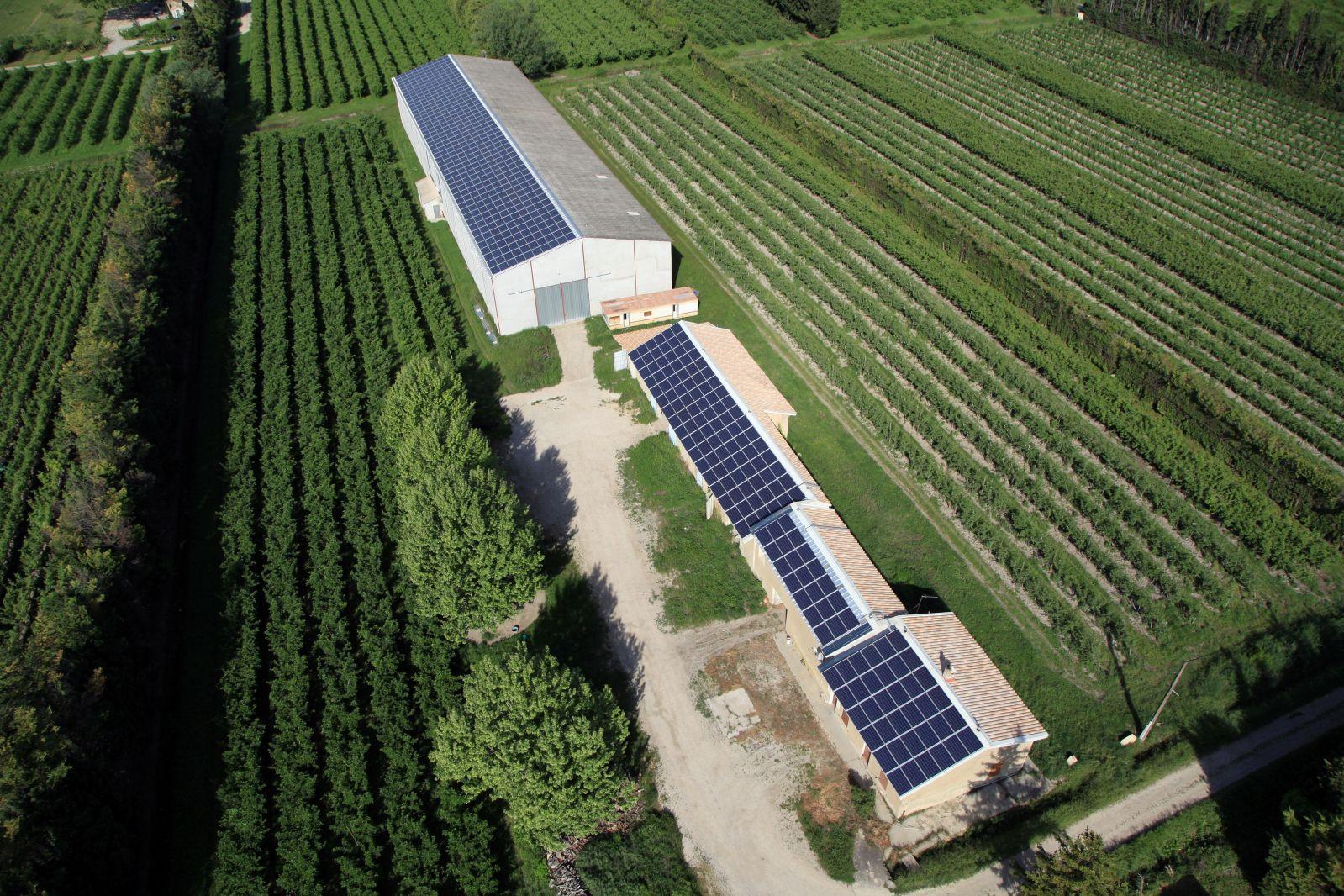 Montage de toitures photovolta ques sur b timents agricoles existants saint andiol - Hangar photovoltaique agricole ...