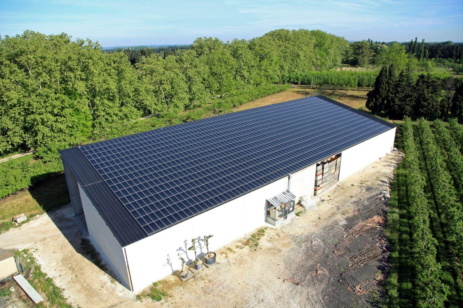 Montage d 39 un hangar agricole avec installation de toiture - Hangar gratuit avec toiture photovoltaique ...